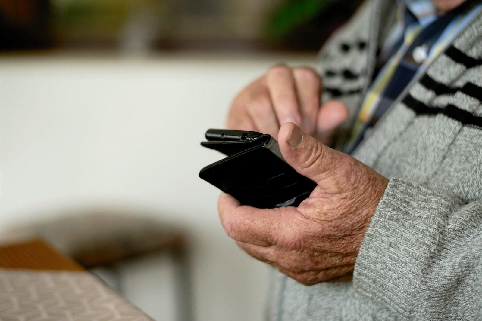 Senioren mit Smartphone