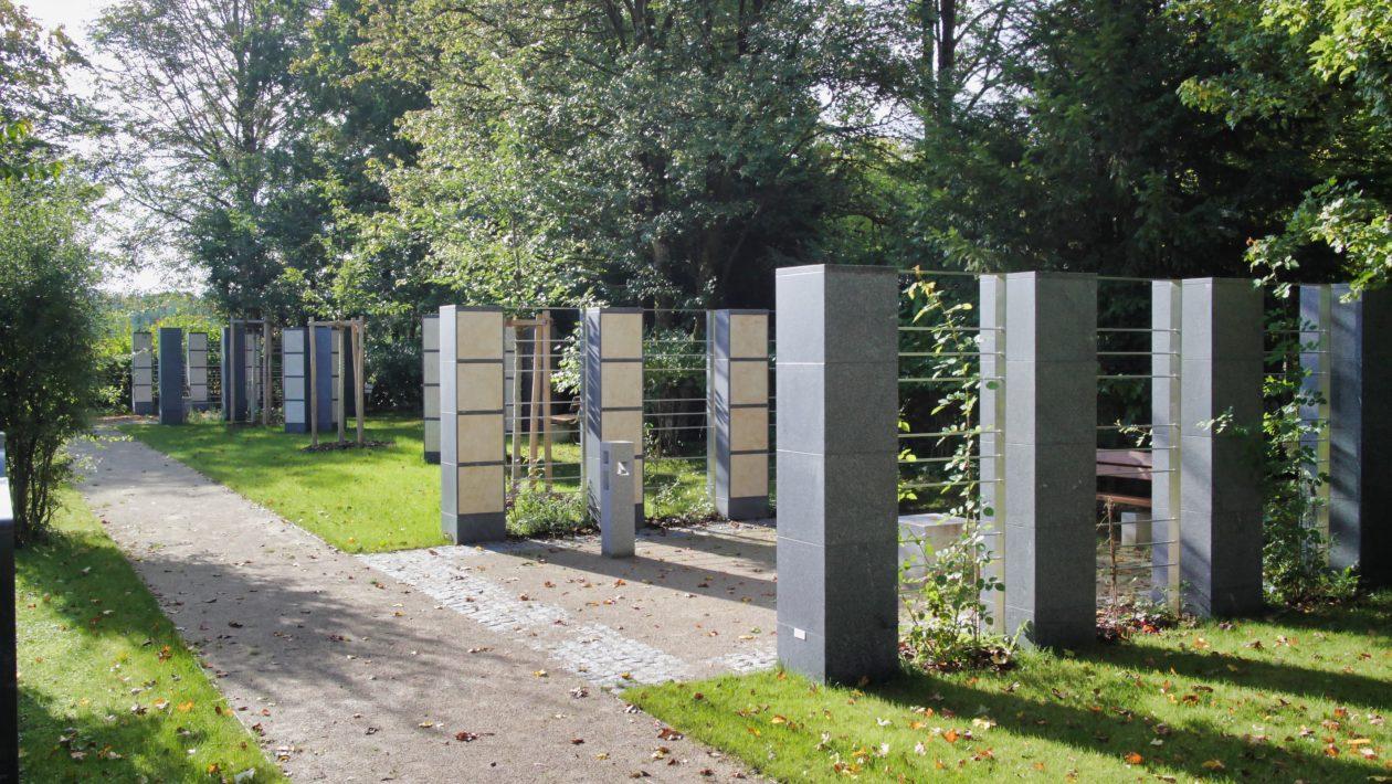 Urnenstelen Waldfriedhof Neukeferloh