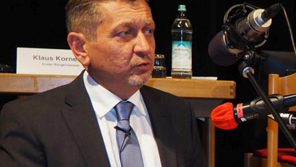Klaus Korneder bei der Bürgerversammlung Kopie