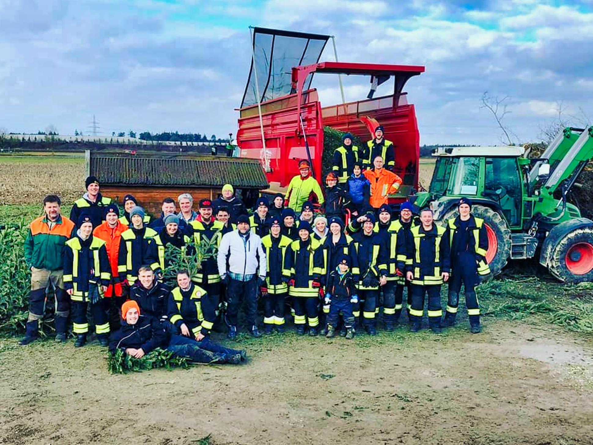 Freiwillige Feuerwehr beim Christbaumsammlen